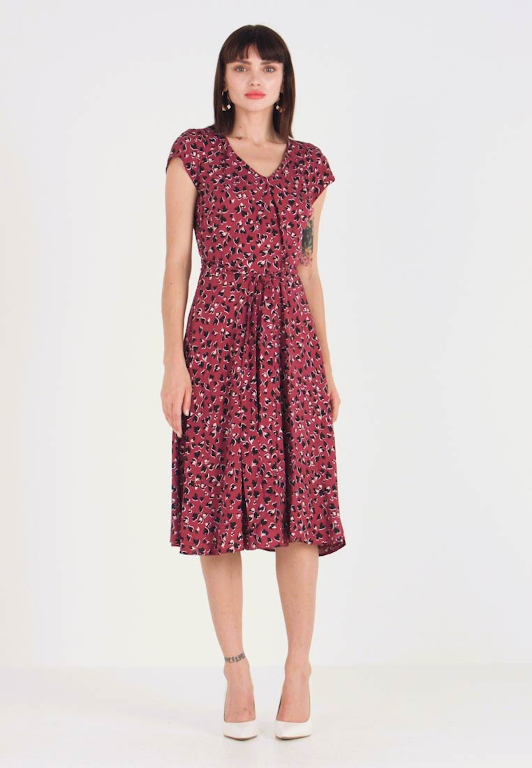 Dorothy Perkins - VNECK SHORT SLEEVE MIDI FIT AND FLARE DRESS - Day dress - red - 1