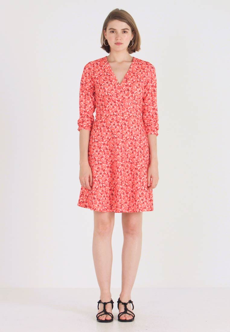 Dorothy Perkins - RUCHED SLEEVE SKATER DRESS - Trikoomekko - red - 1
