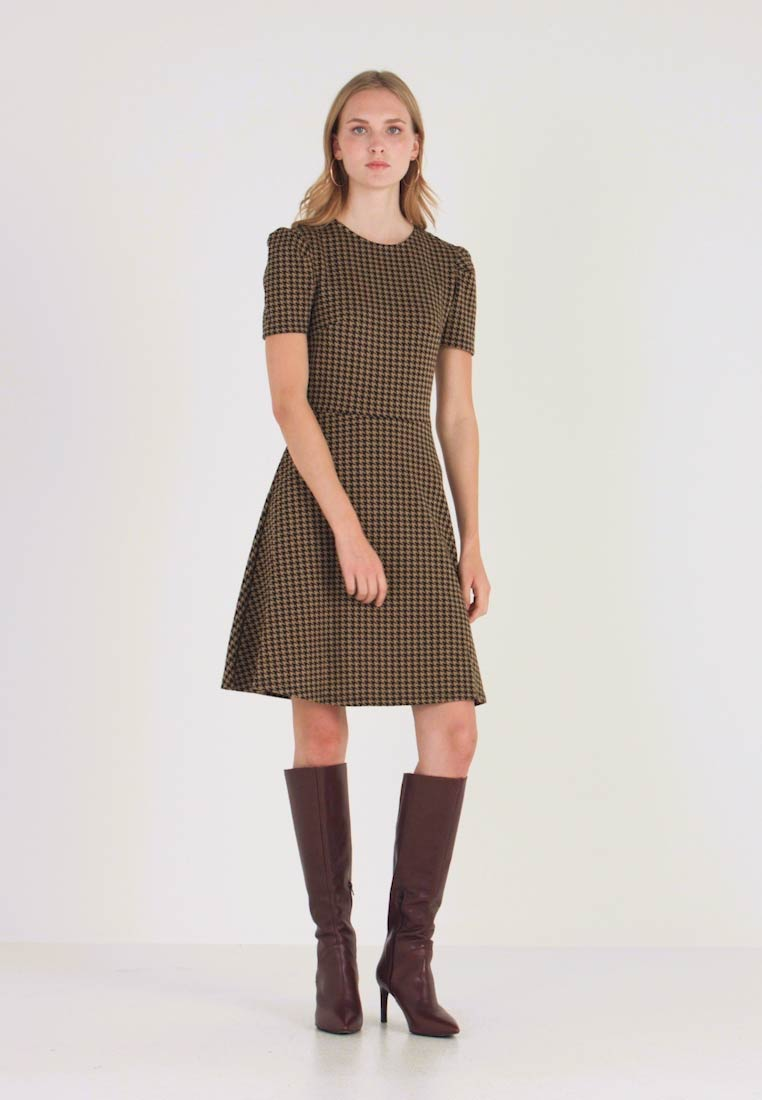 Dorothy Perkins - PUFF SLEEVE DOGTOOTH FIT & FLARE - Vestito di maglina - brown - 1