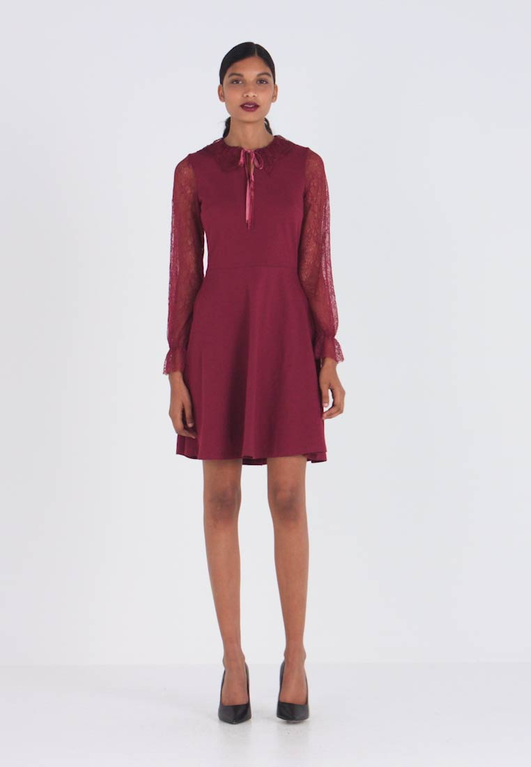 Dorothy Perkins - COLLAR DRESS - Žerzejové šaty - red - 1