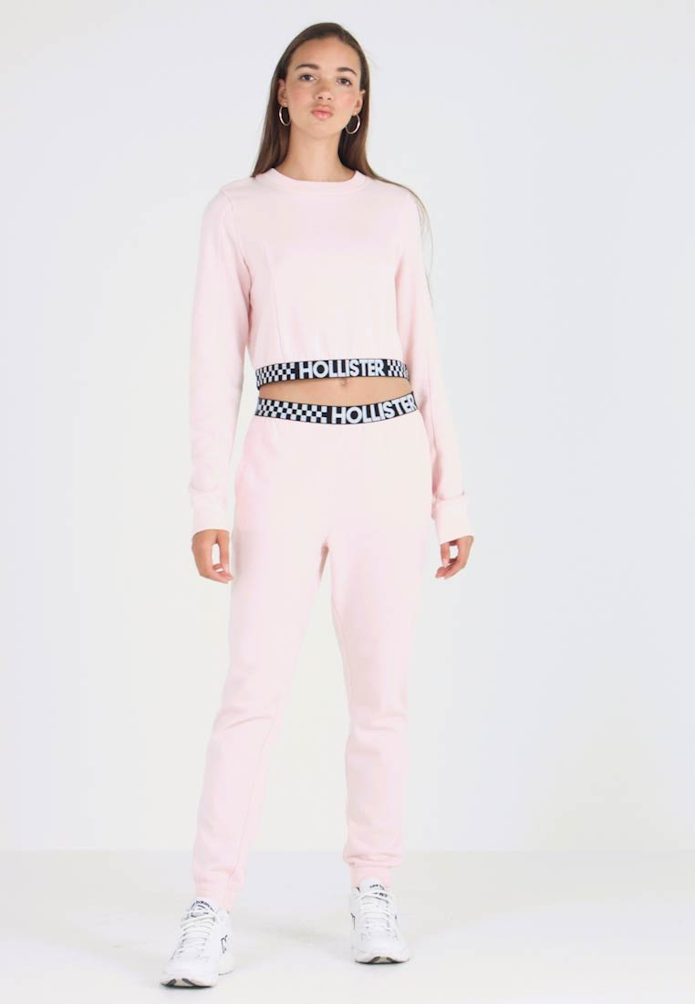 Hollister Co. - HIGH RISE JOGGER WITH LOGO ELASTIC BAND - Pantalones deportivos - pink - 1