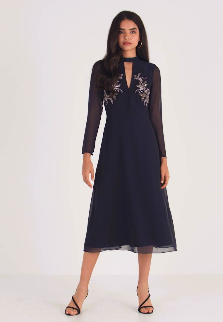 Hope & Ivy Tall - EMBELLISHED FERN MIDI DRESS WITH FRONT KEYHOLE - Cocktail dress / Party dress - navy - 1