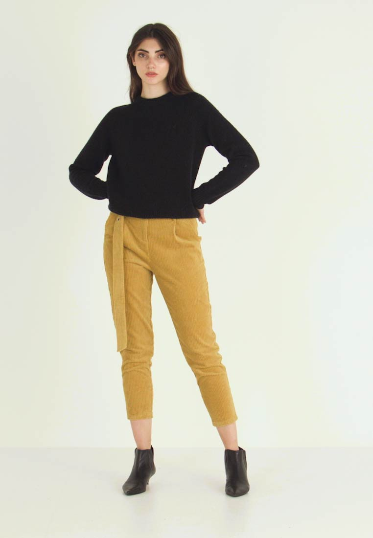 Honey Punch - CROPPED PANT WITH SELF BELT DETAIL - Bukser - mustard - 1