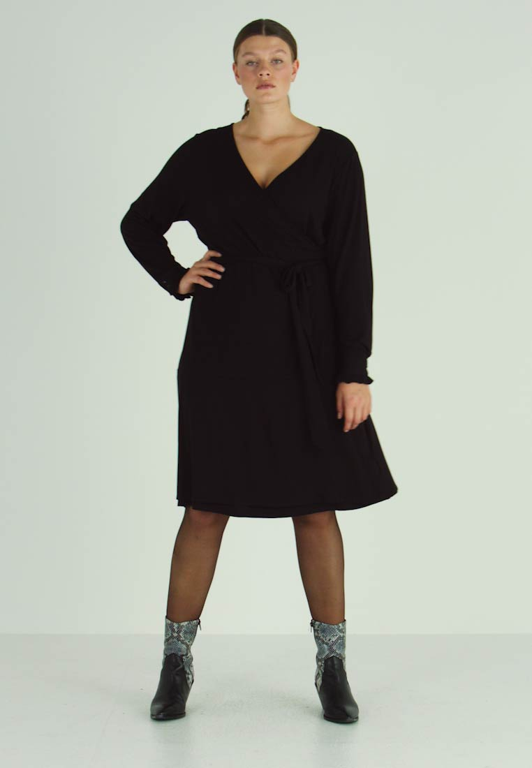 Kaffe Curve - PINA WRAP DRESS - Robe en jersey - black deep - 1