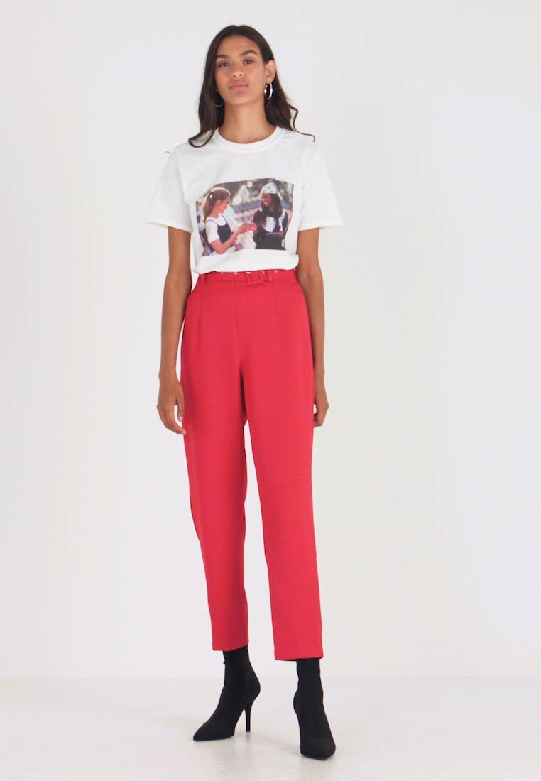 Missguided - SELF FABRIC BELTED TROUSERS - Kalhoty - red - 1