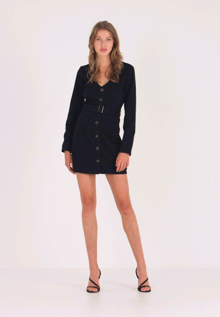 Missguided - BUTTON LONG SLEEVE BELTED DRESS - Vestito di jeans - black - 1
