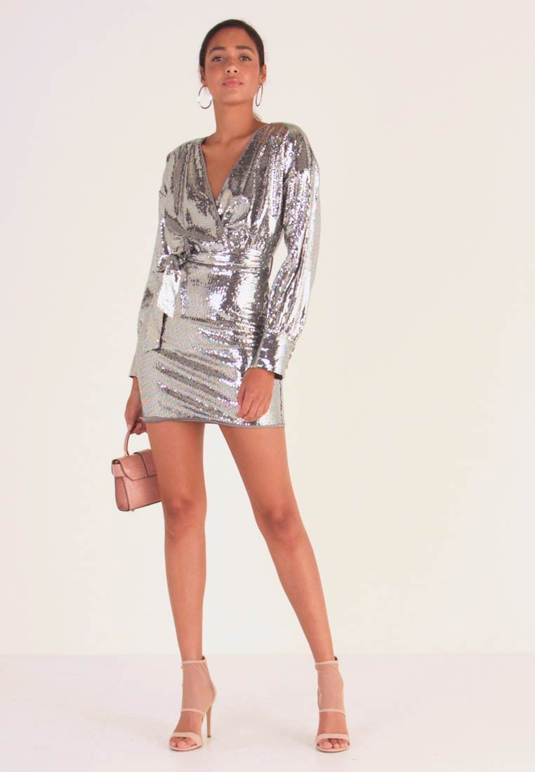 Missguided - SEQUIN PLUNGE BELTED MINI DRESS - Vestido de cóctel - silver - 1