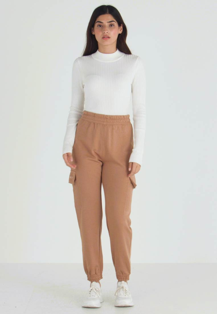 Missguided Petite - EMBROIDERED JOGGER BRANDED - Pantalones deportivos - camel - 1