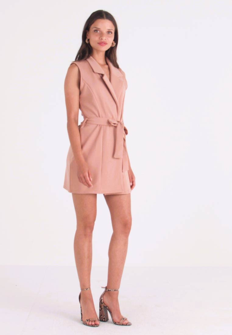 Missguided Petite - SLEEVELESS BELTED MIDI DRESS - Shift dress - camel - 1