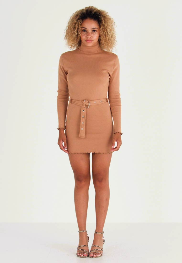 Missguided Petite - LETTUCE HEM TURTLE NECK DRESS - Kotelomekko - beige - 1