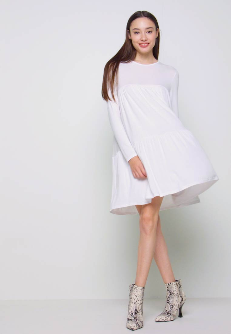 Missguided Petite - TIERED SMOCK DRESS - Robe d'été - white - 1
