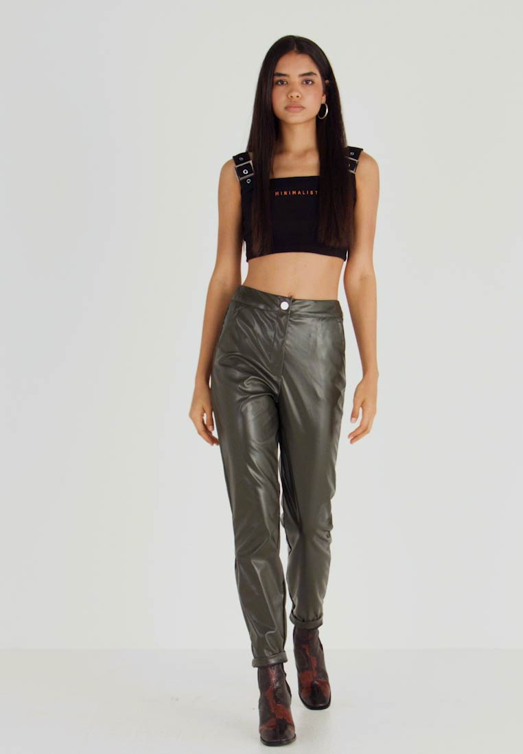 Missguided Tall - PLEAT FRONT CIGARETTE TROUSERS - Trousers - deep green - 1
