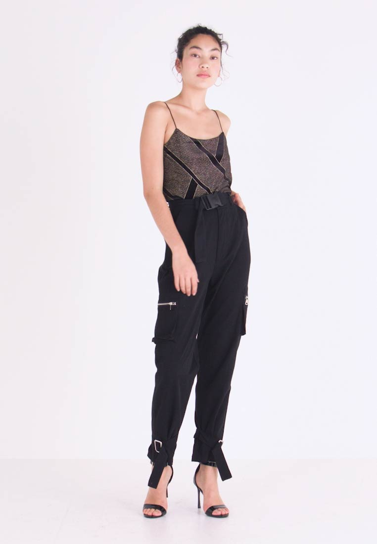 Missguided Tall - UTILITY POCKET BUCKLE CARGO TROUSERS - Bukse - black - 1