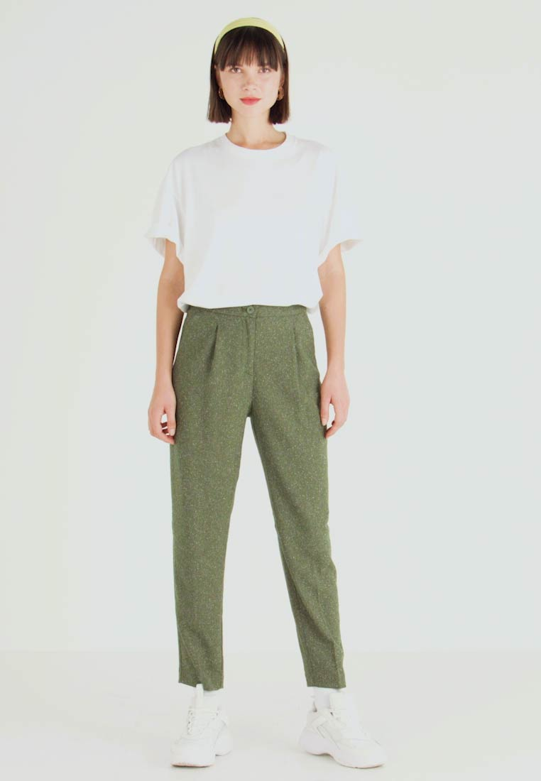 Monki - TARJA TROUSERS - Chinot - green medium dusty/salt - 1