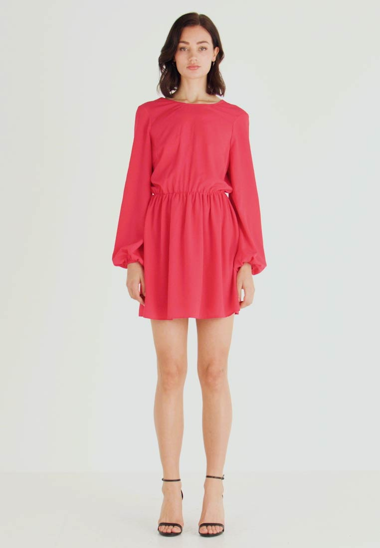 Nly by Nelly - VOLUME BACK FOCUS DRESS - Kjole - red - 1
