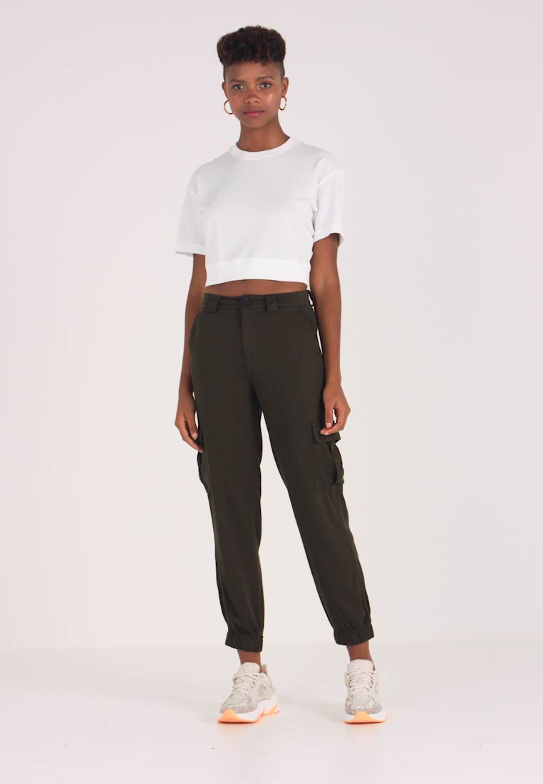 ONLY - ONLLEA CARGO PANT - Trousers - kalamata - 1