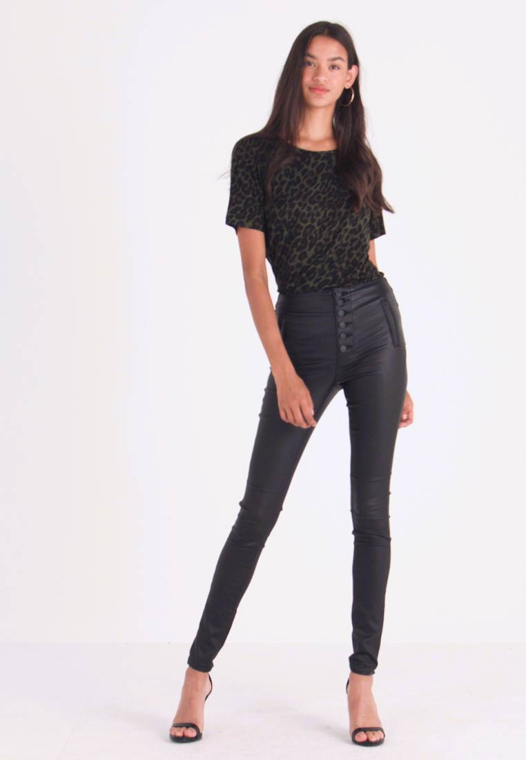 ONLY - ONLROYAL COATED BUTTON PANT - Broek - black - 1