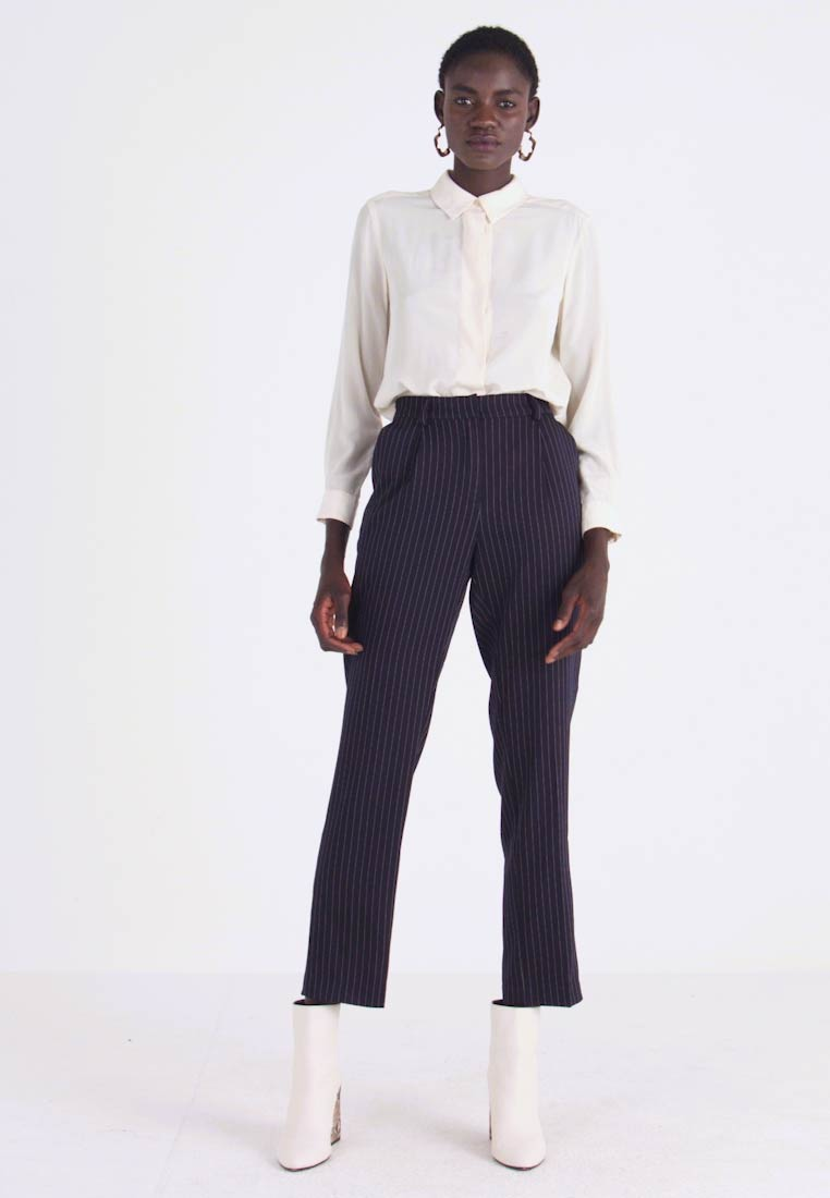 PIECES Tall - PCHOLVIA ANKLE PANT - Bukse - night sky/bright white - 1