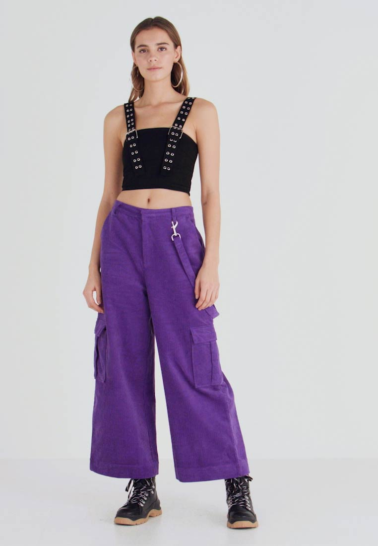 The Ragged Priest - WIDE LEG CROPPED TROUSER WITH COMBAT POCKET & STRAP DETAIL - Bukser - purple - 1