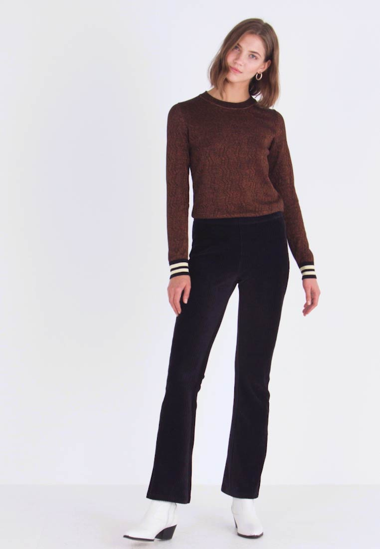 Vero Moda - VMAMANDA FLARED PANTS - Bukse - black - 1
