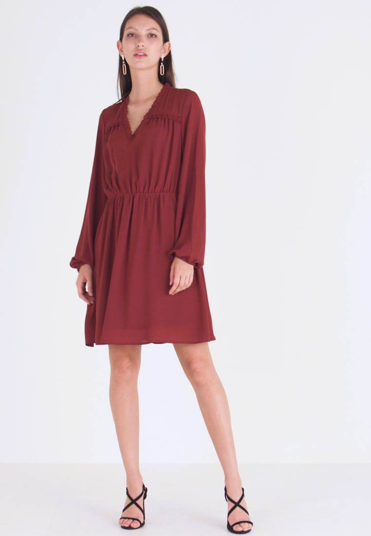 Vero Moda - VMALLINA SHORT DRESS - Robe d'été - madder brown - 1