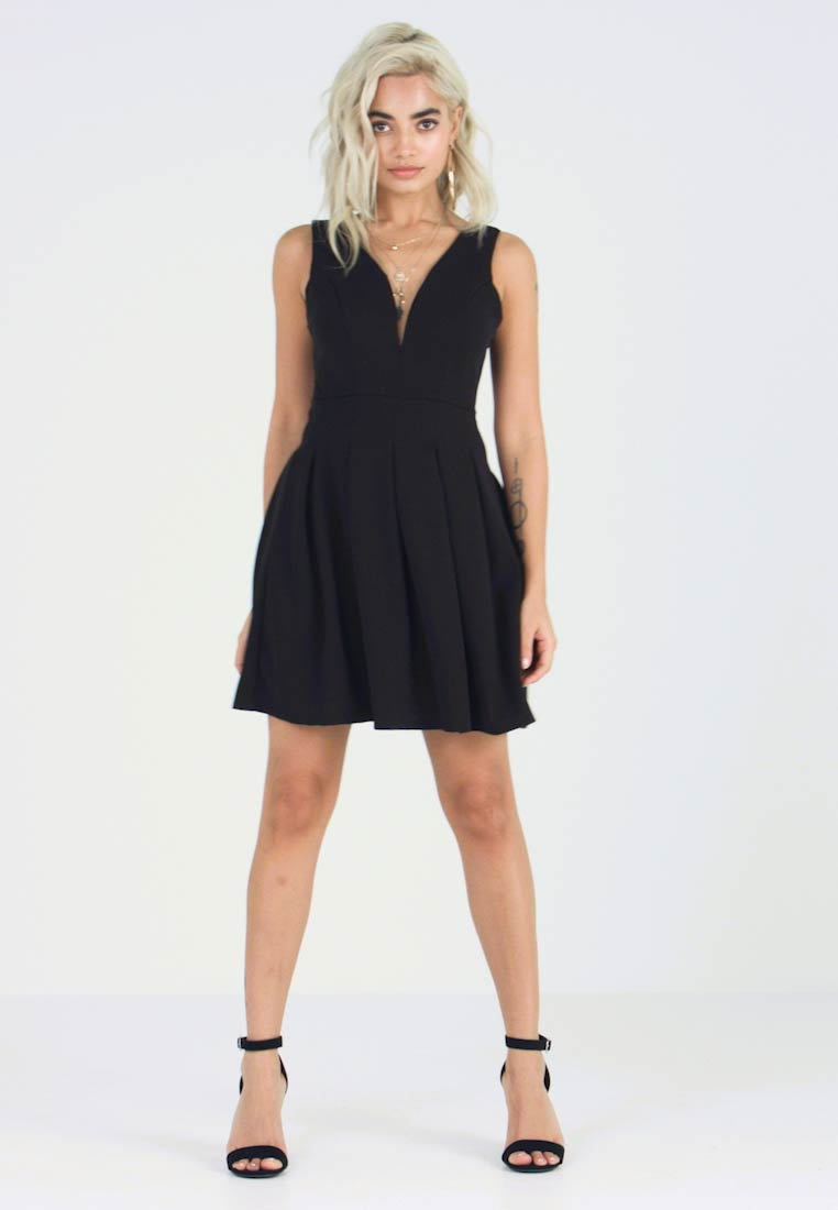 WAL G PETITE - EXCLUSIVE V-NECK MINI DRESS - Jersey dress - black - 1