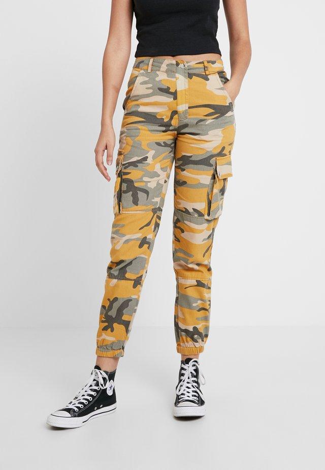 CAMO UTILITY TROUSER RADAR - Trousers - yellow