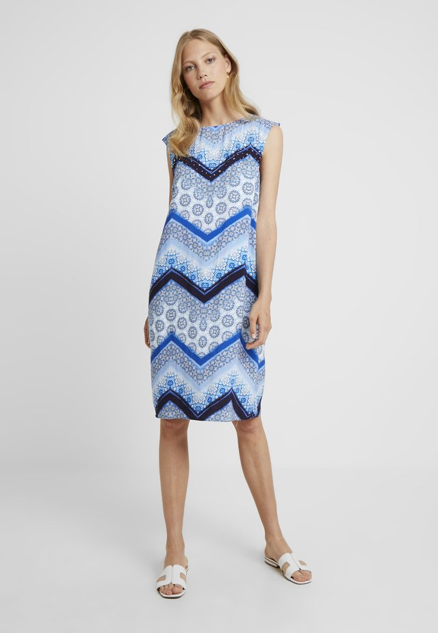 CHEVRON HOTFIX PINNY - Vestido informal - blue