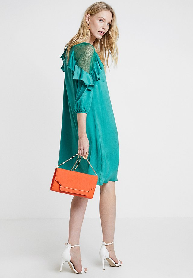 CARLIE DRESS - Sukienka koktajlowa - bottle green