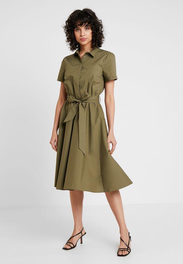 Vestido camisero - african green