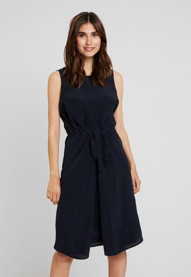 DRESS SLEEVELESS BELT INDIVIDUAL - Robe d'été - pure navy