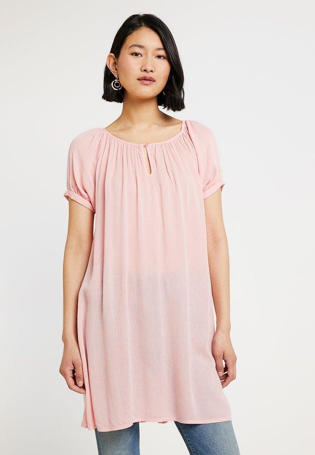 AMBER - Tunica - quartz pink