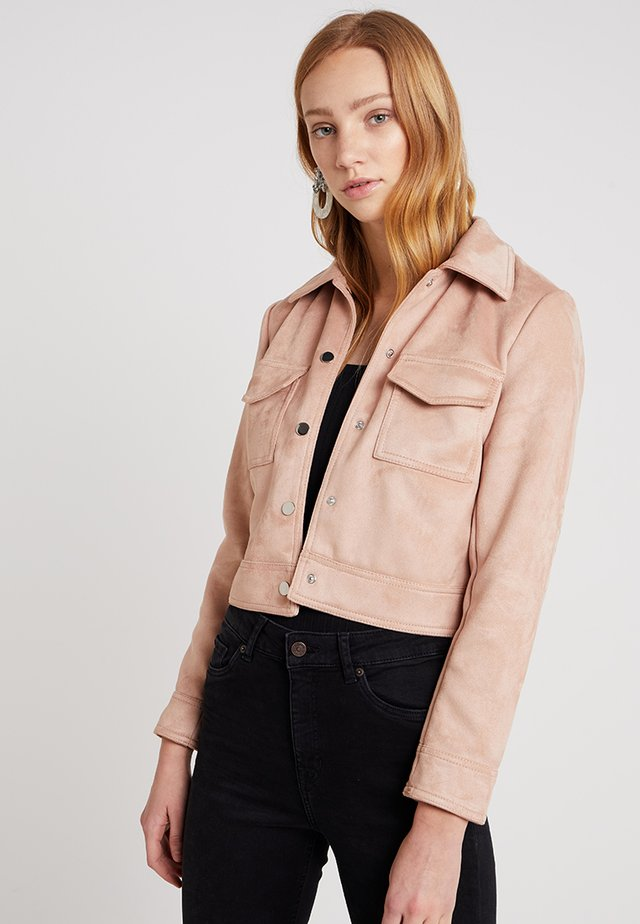 SUEDETTE UTILITY TRUCKER - Faux leather jacket - pink