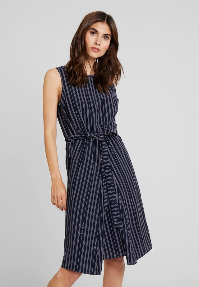 SLEEVELESS BELT INDIVIDUAL DRESS - Robe d'été - combo
