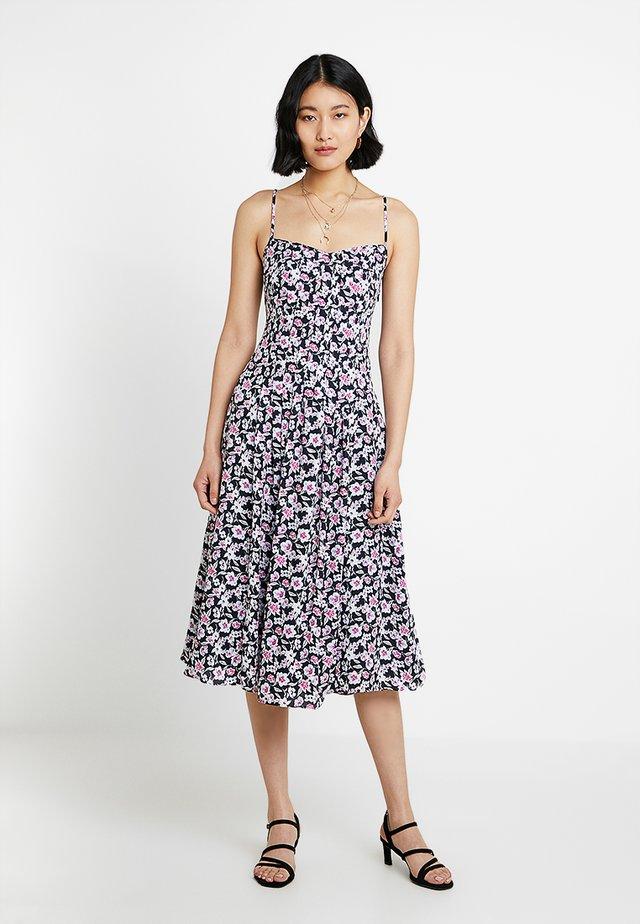 PINTUCK DRESS PRINT - Day dress - rose