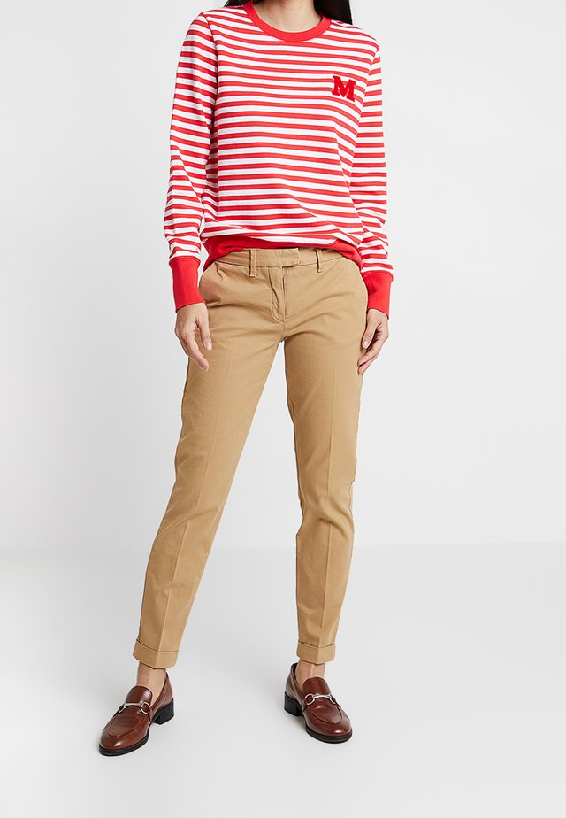 HERITAGE - Pantalones chinos - classic camel