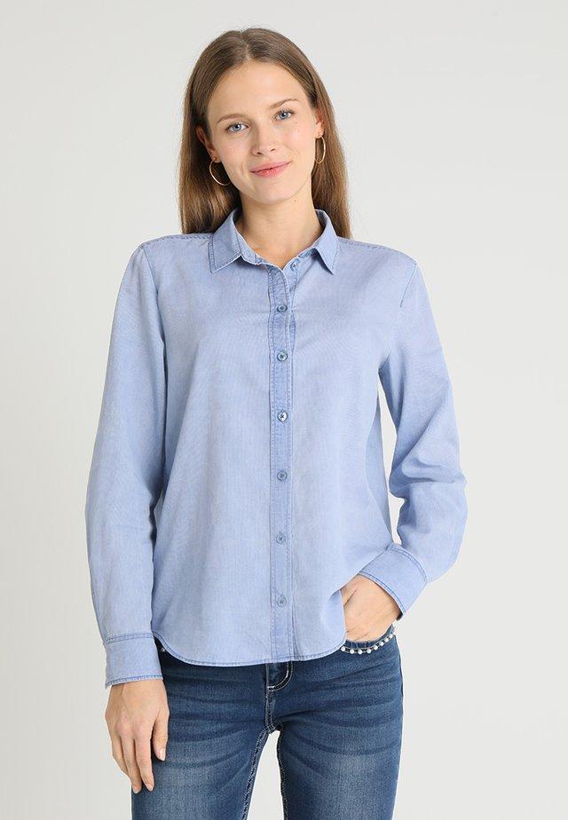 BLOUSE NORMAL SHAPE PLEAT DETAIL - Button-down blouse - pastel sky