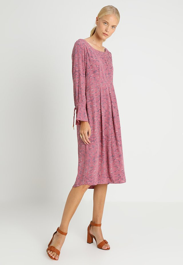 STRUCTURE MOSS - Day dress - print rosa
