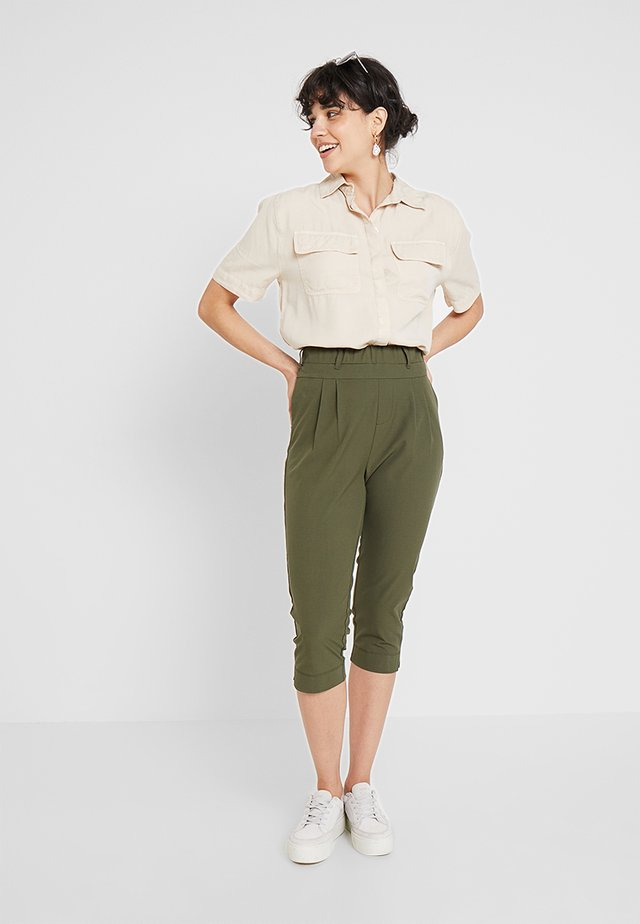 JILLIAN CAPRI PANTS - Shorts - grape leaf