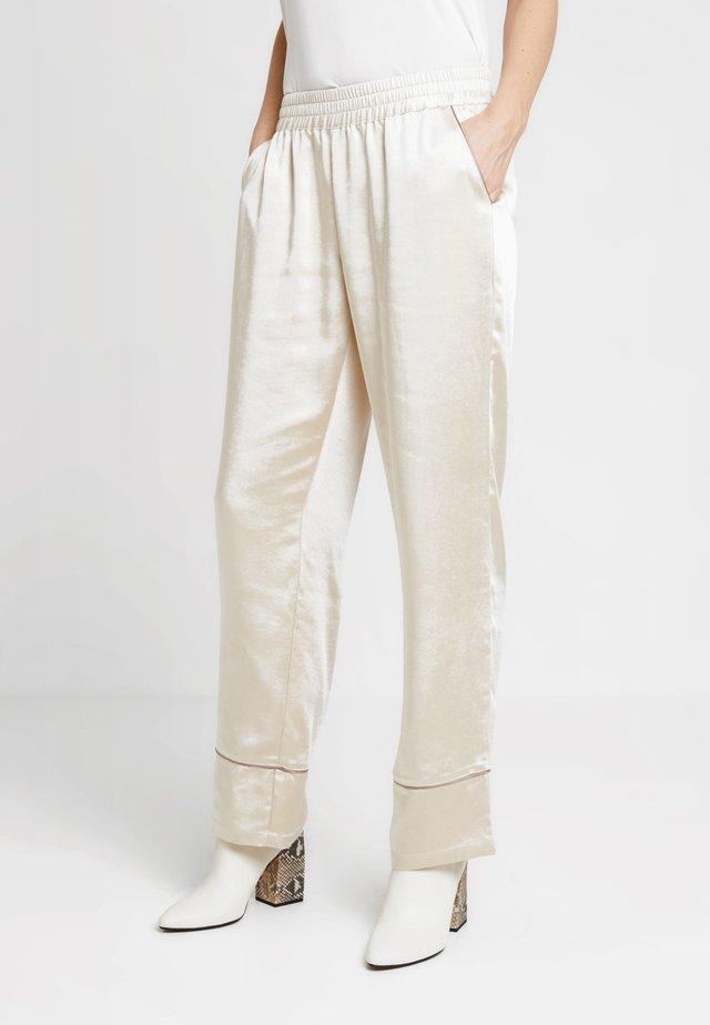 PANTS - Pantalones - sandshell
