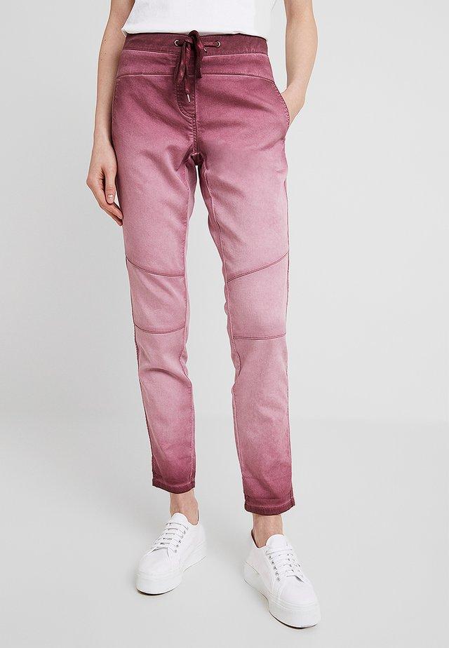 FREIZEIT - Spodnie materiałowe - deep burgundy