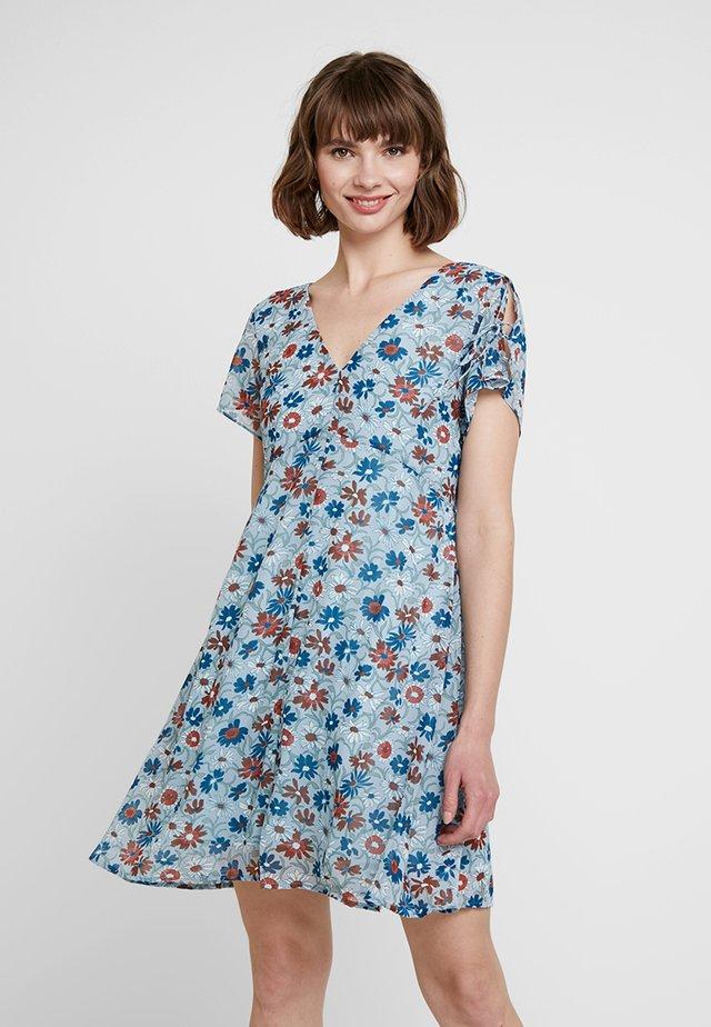 OPEN BACK SIDE SMOCKED DRESS - Hverdagskjoler - poolhouse feather blue