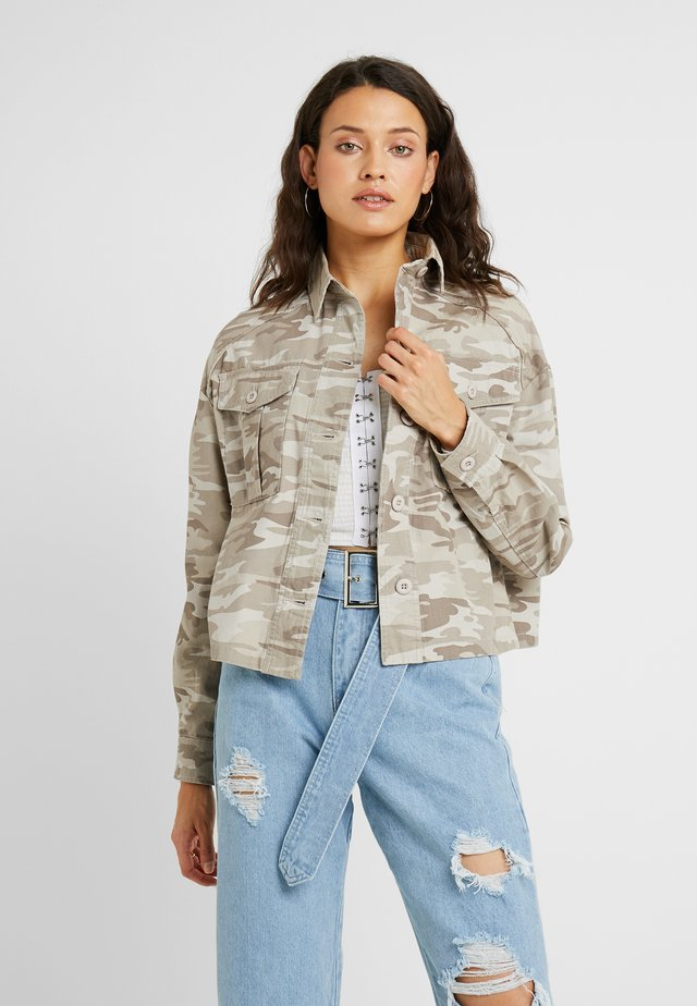 CROP UTILITY - Summer jacket - cream