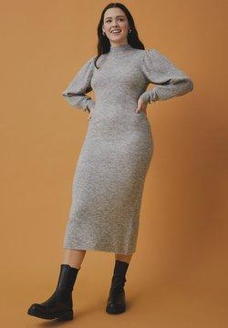 Stickade klänningar