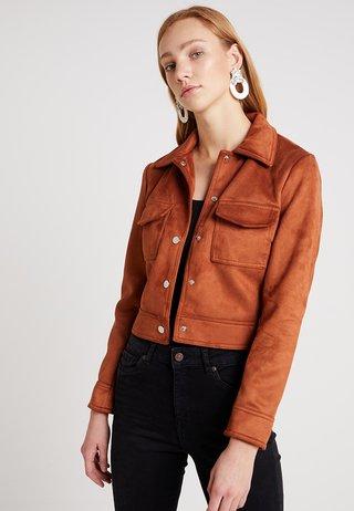 SUEDETTE UTILITY TRUCKER - Faux leather jacket - tan