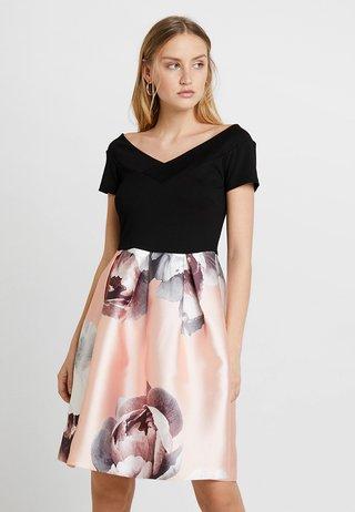 Jerseykleid − tailliert