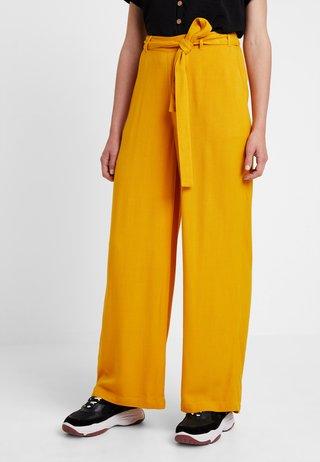 KAIDA PANTS - Pantalon classique - old gold