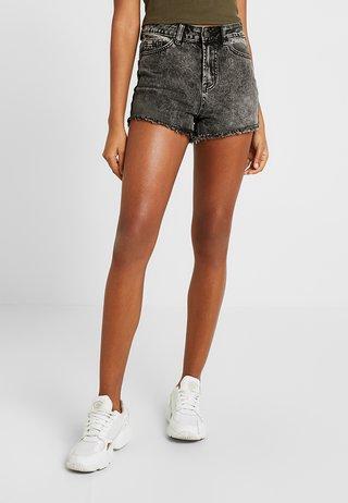 BERMUDA RIPPED SHORT - Denim shorts - black