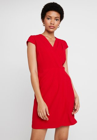 PLEATED FRONT DRESS - Freizeitkleid - red
