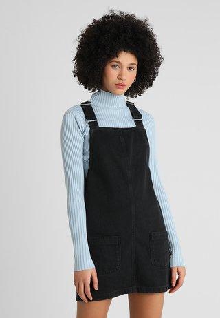 CHARLOTTE BUCKLE PINNY - Denim dress - black